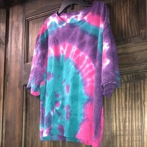 Custom cropped tie dye Tshirt. Size: small